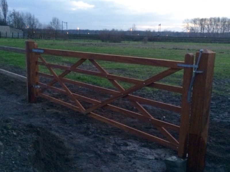 Hardhout paarden Afsluiting